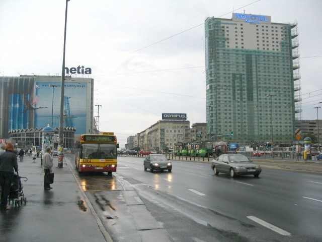 arrival warsaw centrum by bus